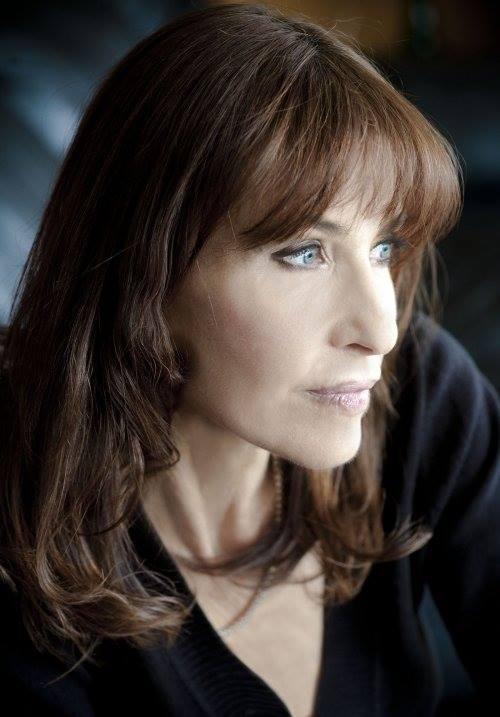 Carla Guelfenbein, Premio Alfaguara de novela 2015 por 'Contigo en la distancia'