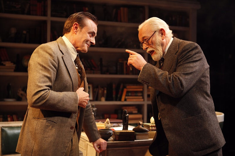 'La sesión final de Freud' sorprende en el Teatro Fígaro