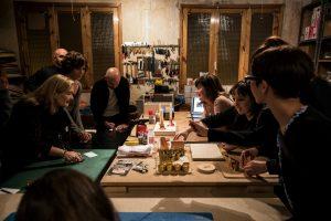 taller en la Casa del cobre de elaboración de candelabros