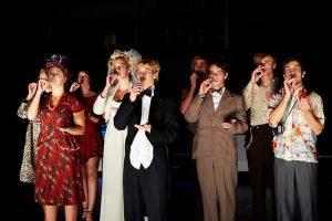 actores actuando en escuela de teatro